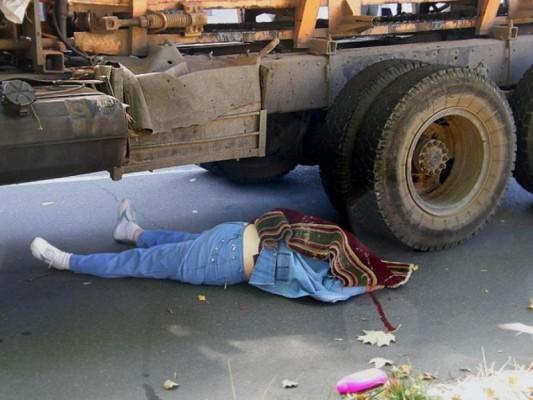 На дорогах: пешеход умер под колесами грузовика