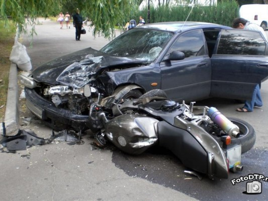 На дорогах: девушка на BMW 530 сбила байкера <span class=comment-count>(2)